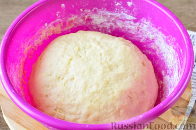 Фото приготовления рецепта: Дрожжевые булочки с кунжутом - шаг №11
