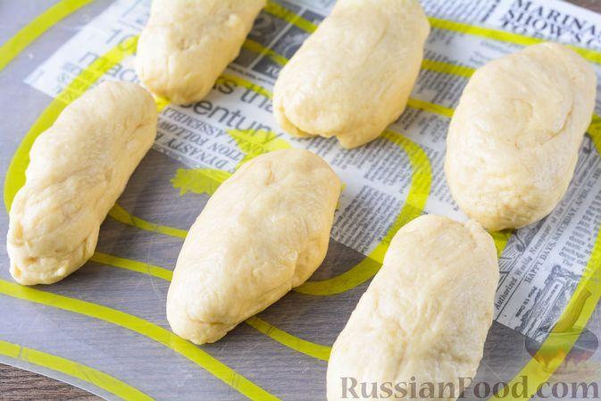 Фото приготовления рецепта: Дрожжевые булочки с кунжутом - шаг №13
