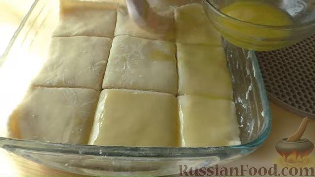 """Фото приготовления рецепта: Слоистый пирог с творогом и сахарным сиропом, или  Творожная """"пахлава"""" - шаг №9"""