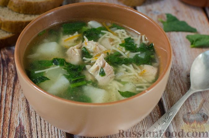 Фото к рецепту: Куриный суп с вермишелью и шпинатом