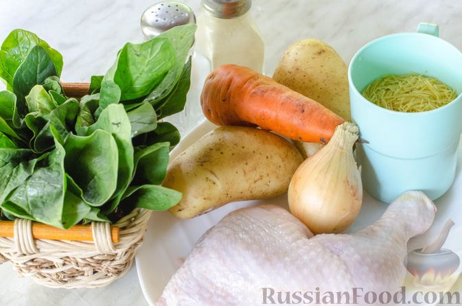 Фото приготовления рецепта: Куриный суп с вермишелью и шпинатом - шаг №1