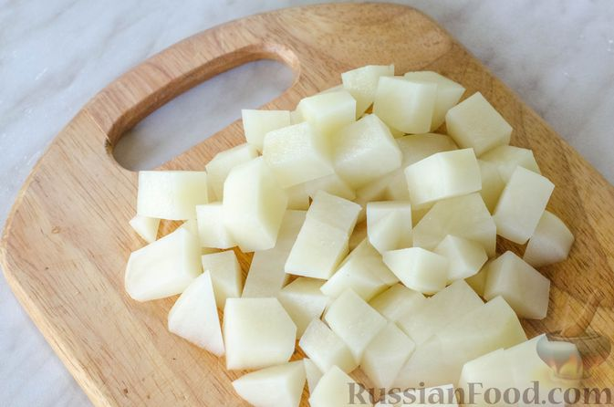Фото приготовления рецепта: Куриный суп с вермишелью и шпинатом - шаг №3