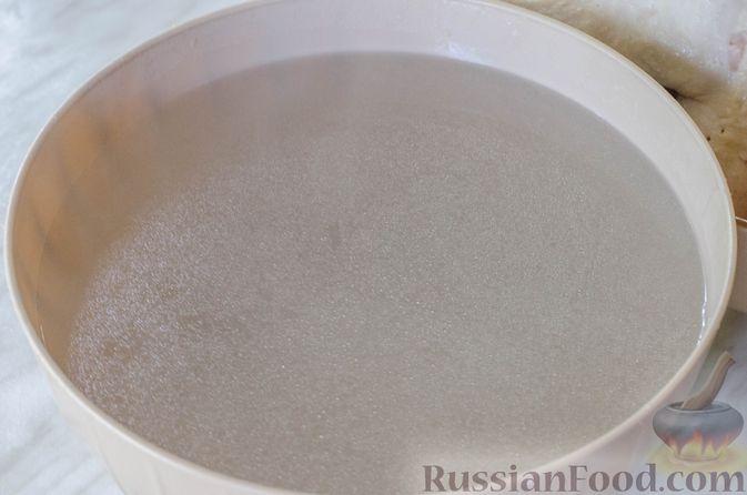 Фото приготовления рецепта: Куриный суп с вермишелью и шпинатом - шаг №4