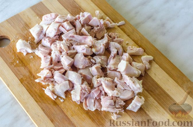 Фото приготовления рецепта: Куриный суп с вермишелью и шпинатом - шаг №10