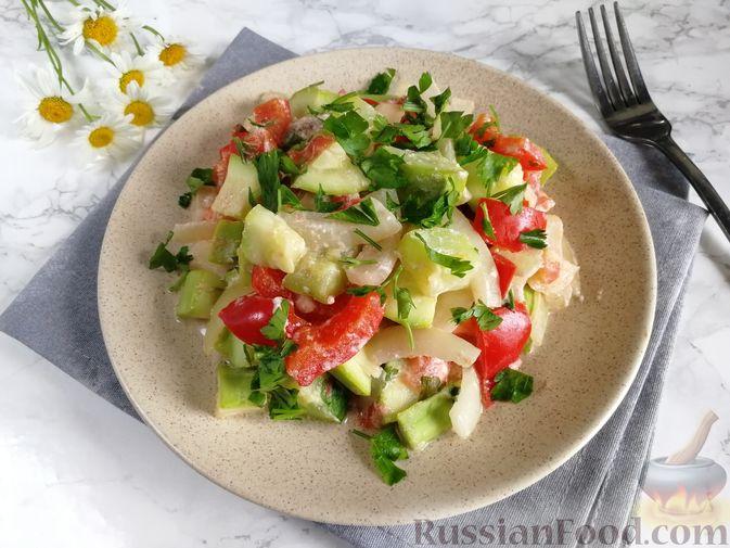 Фото к рецепту: Кабачки, тушенные с болгарским перцем и помидором, в микроволновке