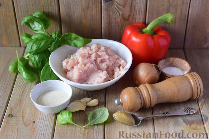 Фото приготовления рецепта: Куриные тефтели с болгарским перцем и базиликом (в духовке) - шаг №1