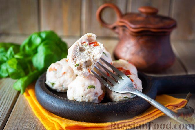 Фото приготовления рецепта: Куриные тефтели с болгарским перцем и базиликом (в духовке) - шаг №10