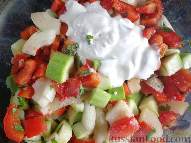 Фото приготовления рецепта: Кабачки, тушенные с болгарским перцем и помидором, в микроволновке - шаг №8