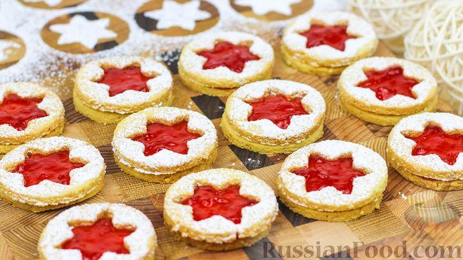 Фото к рецепту: Линцерское миндальное печенье с джемом