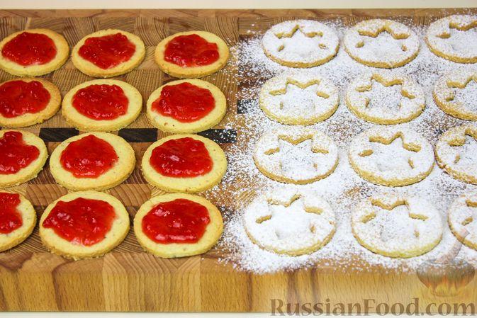 Фото приготовления рецепта: Линцерское миндальное печенье с джемом - шаг №7