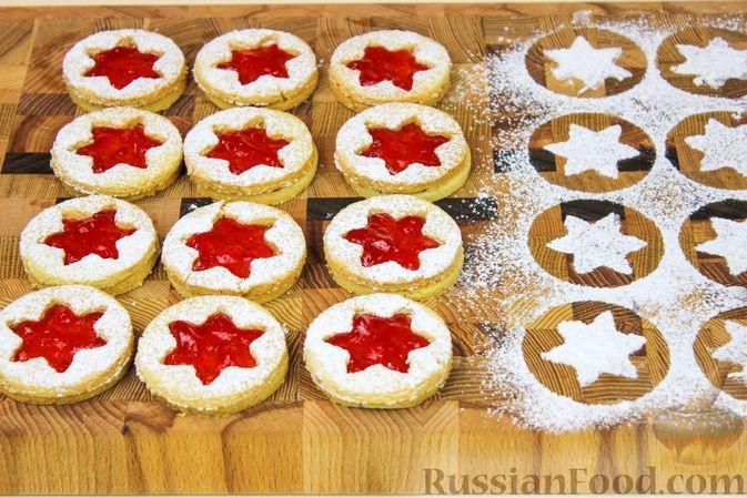 Фото приготовления рецепта: Линцерское миндальное печенье с джемом - шаг №8