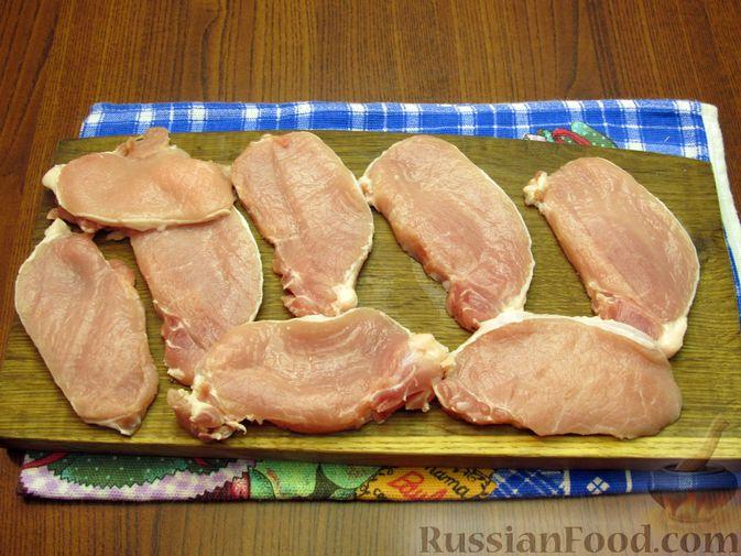 Фото приготовления рецепта: Отбивные из свинины в томатно-сырном кляре - шаг №2
