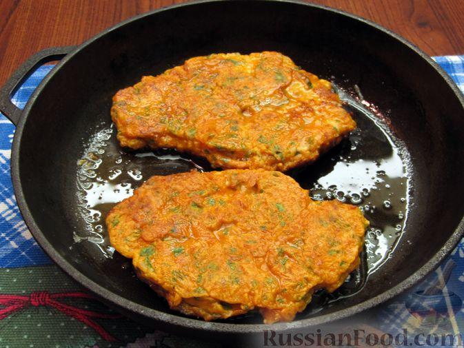 Фото приготовления рецепта: Отбивные из свинины в томатно-сырном кляре - шаг №16