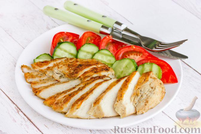 """Фото к рецепту: """"Бифштекс"""" из куриного филе в сметанно-чесночном маринаде"""