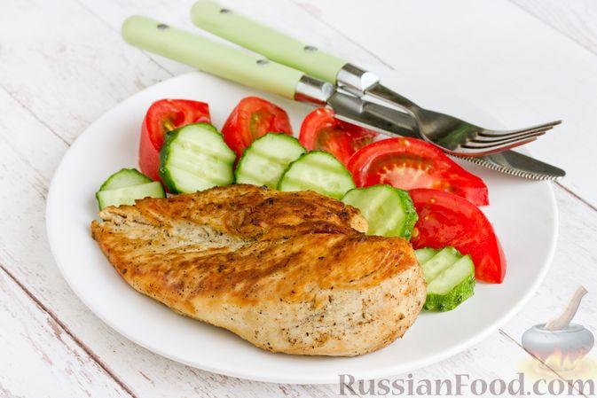 """Фото приготовления рецепта: """"Бифштекс"""" из куриного филе в сметанно-чесночном маринаде - шаг №10"""