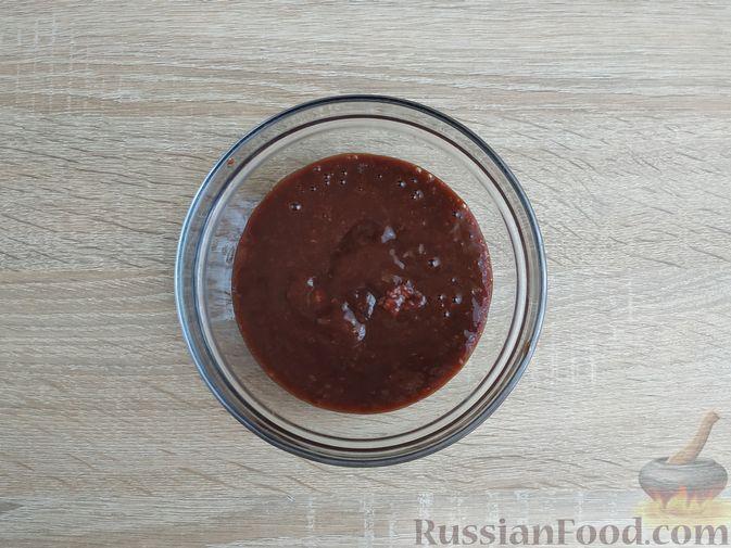 Фото приготовления рецепта: Капуста, тушенная с говяжьей печенью, в сметане - шаг №2