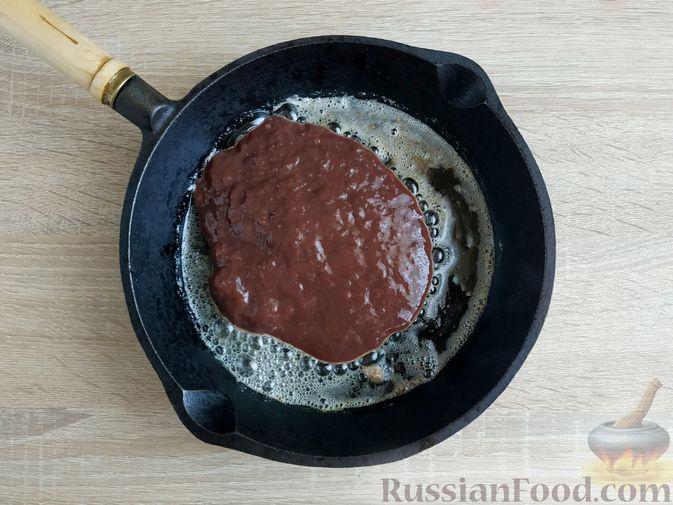Фото приготовления рецепта: Капуста, тушенная с говяжьей печенью, в сметане - шаг №3