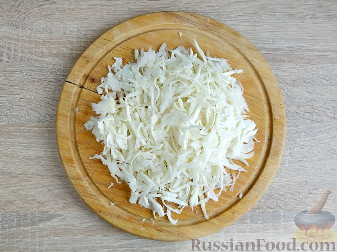 Фото приготовления рецепта: Капуста, тушенная с говяжьей печенью, в сметане - шаг №8