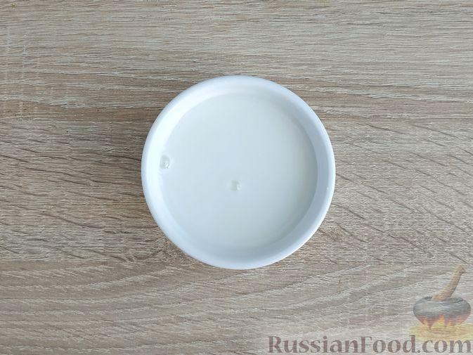 Фото приготовления рецепта: Ячневая каша с курицей в сметанном соусе - шаг №13