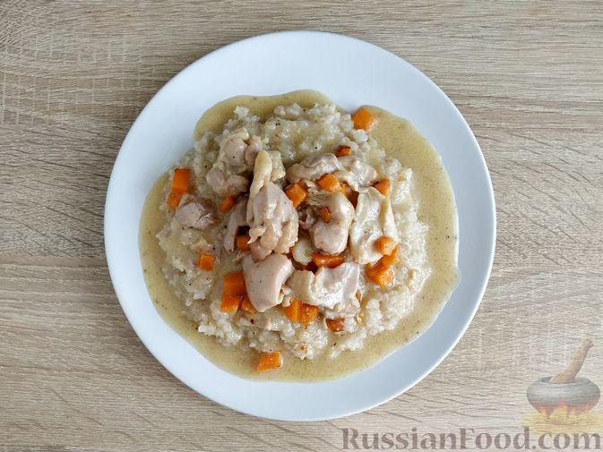 Фото приготовления рецепта: Ячневая каша с курицей в сметанном соусе - шаг №20