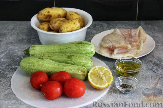 Фото приготовления рецепта: Рыба, запечённая с молодой картошкой, кабачками и помидорами - шаг №1