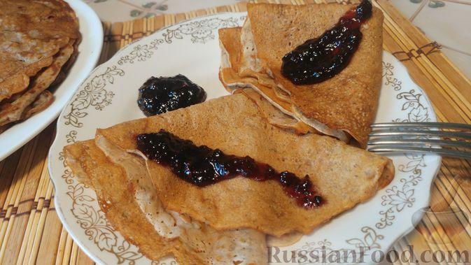 Фото приготовления рецепта: Постные блины с бананами - шаг №9