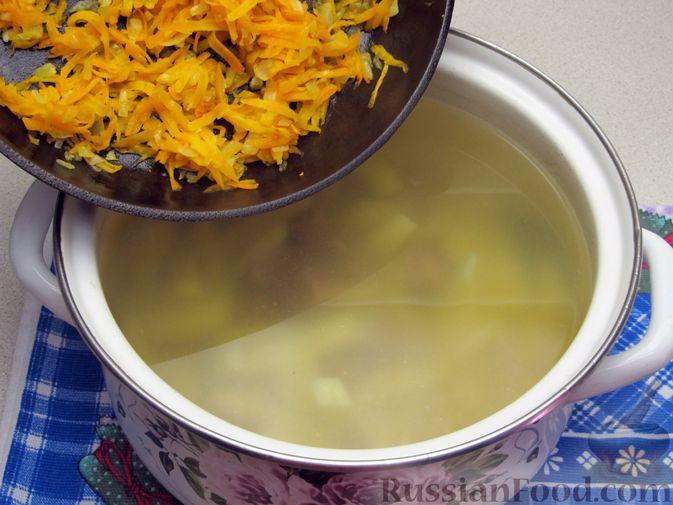 Фото приготовления рецепта: Щи из свежей капусты с говядиной и щавелем - шаг №9