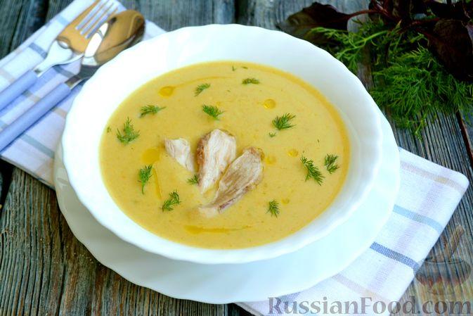 Фото к рецепту: Крем-суп из кабачка, зеленого горошка и стручковой фасоли