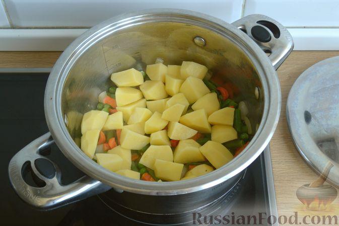 Фото приготовления рецепта: Крем-суп из кабачка, зеленого горошка и стручковой фасоли - шаг №8