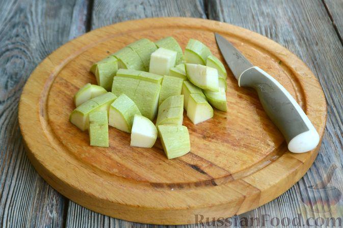 Фото приготовления рецепта: Крем-суп из кабачка, зеленого горошка и стручковой фасоли - шаг №9