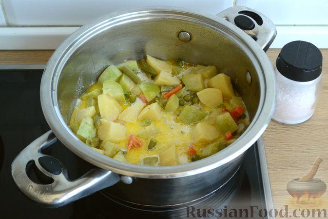 Фото приготовления рецепта: Крем-суп из кабачка, зеленого горошка и стручковой фасоли - шаг №13