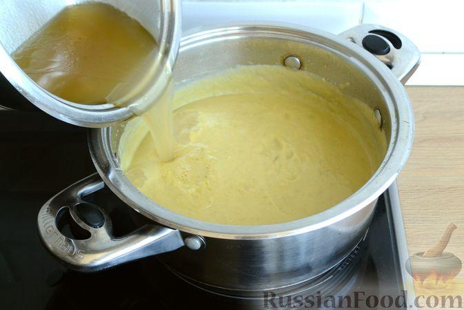 Фото приготовления рецепта: Крем-суп из кабачка, зеленого горошка и стручковой фасоли - шаг №15