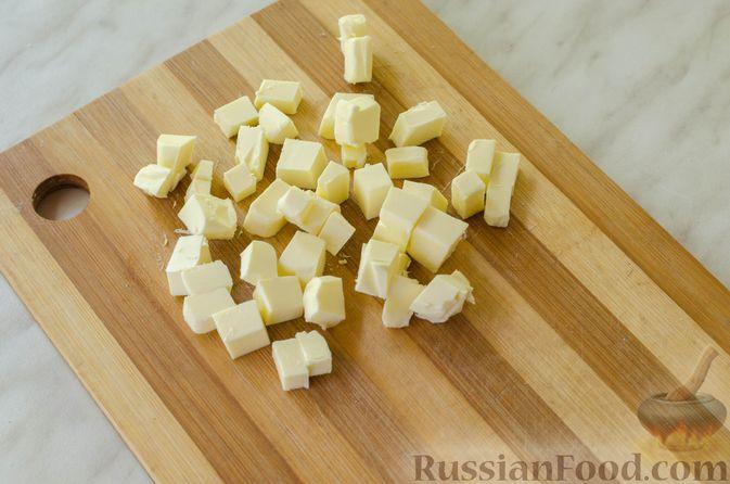 Фото приготовления рецепта: Песочные тарталетки с черешней и заварным кремом - шаг №2