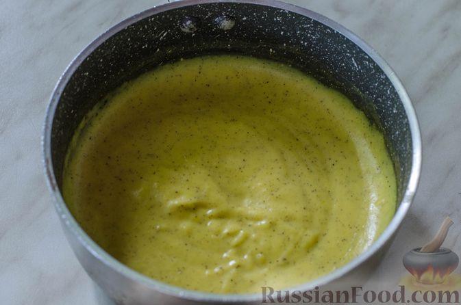 Фото приготовления рецепта: Песочные тарталетки с черешней и заварным кремом - шаг №14