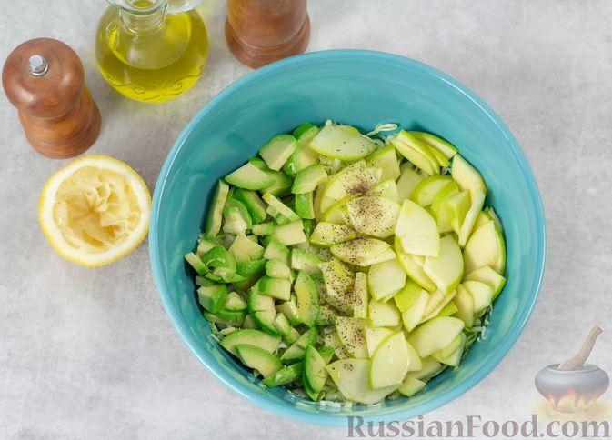 Фото приготовления рецепта: Дрожжевые пирожки с рыбой, варёными яйцами и зелёным луком - шаг №12