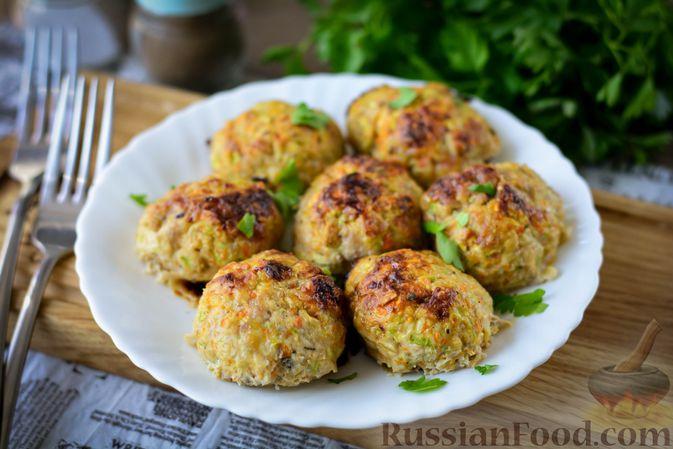Фото к рецепту: Запечённые мясные тефтели с кабачком и овсяными хлопьями