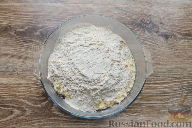 """Фото приготовления рецепта: Творожное печенье """"Пельмешки"""" с орехами и джемом - шаг №6"""