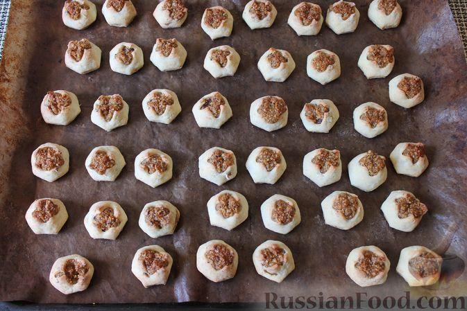 """Фото приготовления рецепта: Творожное печенье """"Пельмешки"""" с орехами и джемом - шаг №20"""