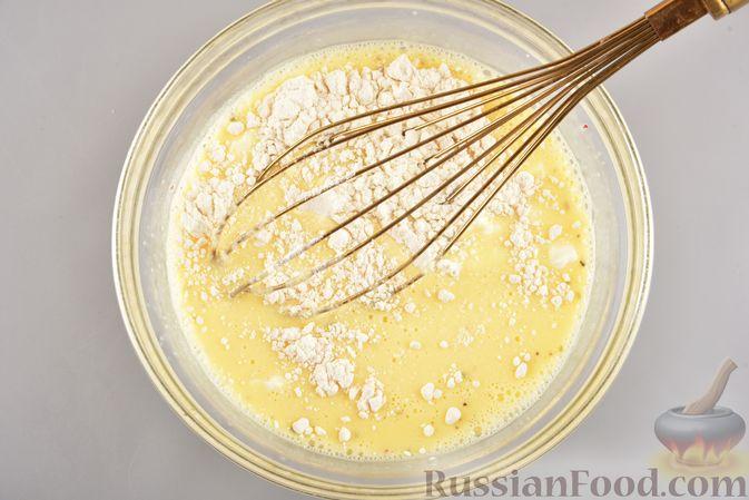 Фото приготовления рецепта: Омлет с творогом (в духовке) - шаг №5