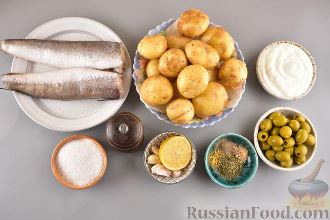 Фото приготовления рецепта: Хек, запечённый с молодой картошкой и оливками - шаг №1