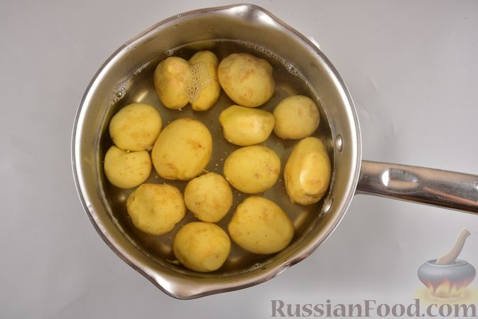 Фото приготовления рецепта: Хек, запечённый с молодой картошкой и оливками - шаг №2