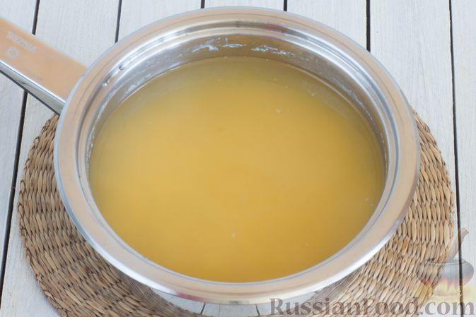 Фото приготовления рецепта: Гречневая каша с горохом и жареным луком - шаг №2