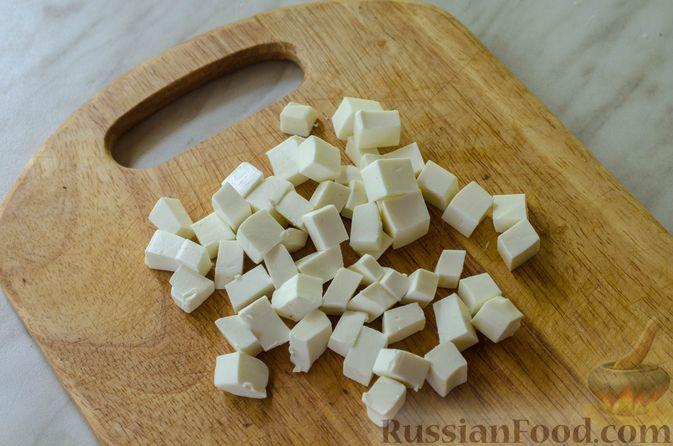 Фото приготовления рецепта: Салат из жареных кабачков с фетой, орехами и йогуртовой заправкой - шаг №13