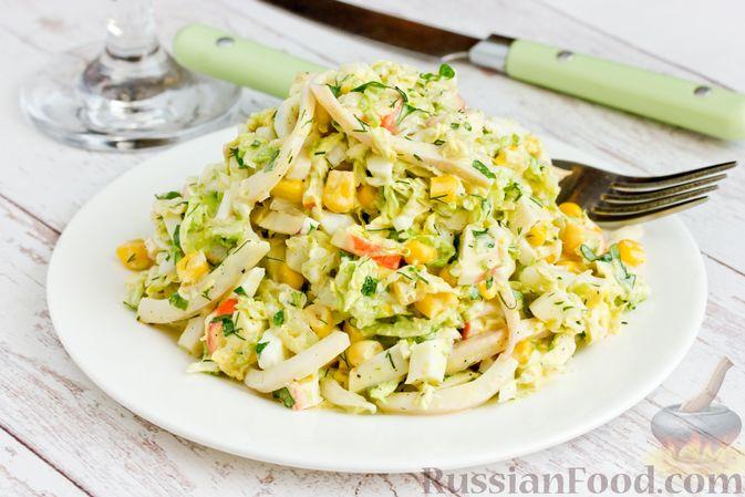 Фото приготовления рецепта: Салат с кальмарами, пекинской капустой, крабовыми палочками и кукурузой - шаг №15