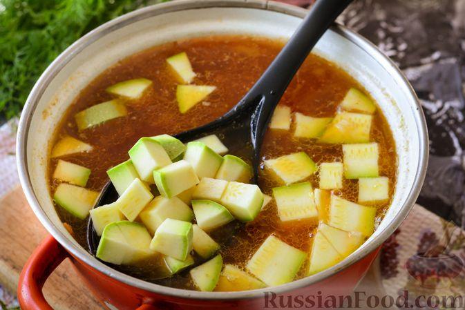 Фото приготовления рецепта: Суп из говядины с кабачками - шаг №10