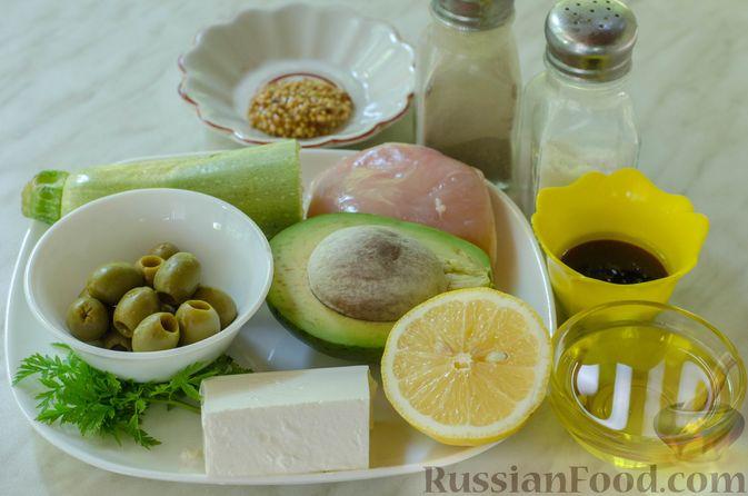 Фото приготовления рецепта: Салат с курицей, кабачком, брынзой и авокадо - шаг №1
