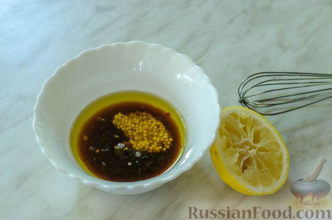 Фото приготовления рецепта: Салат с курицей, кабачком, брынзой и авокадо - шаг №9