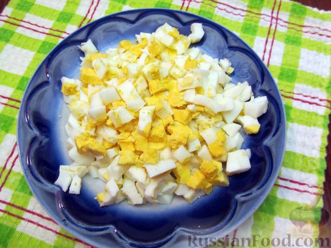 Фото приготовления рецепта: Куриный суп со щавелем и шампиньонами - шаг №15
