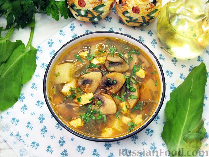 Фото приготовления рецепта: Суп с квашеной капустой, копчеными ребрышками и сливами - шаг №4