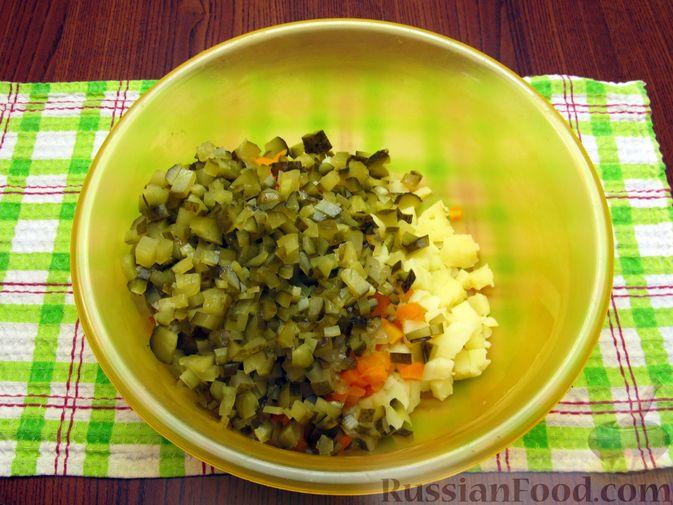 Фото приготовления рецепта: Винегрет с мидиями - шаг №9